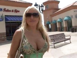 Savannah Gold meets a large cock fellow and has sex