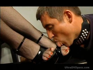 Merciless Dominatrix Aurianna Plays with Her Sex Thrall