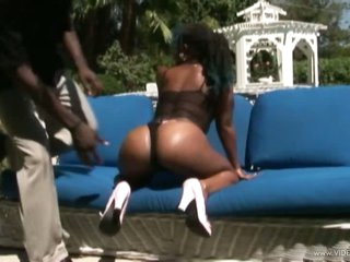 Ebony Babe With a Giant Ass Gets Fucked and Facialized Outdoors