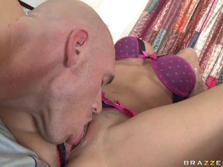 Slutty Rachel Starr widens her clit for her lover to eat her cookie
