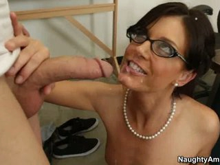 India Summers let guy's pointed rod cum on her face