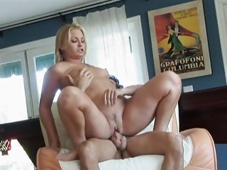 Flower Tucci squirts her juicy pink pussy