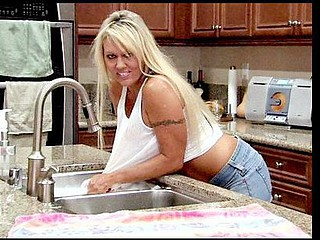 Stunning cougar soaks herself on the kitchen counter and rubs her wet pink