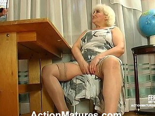 Louisa&Monty red hawt older action