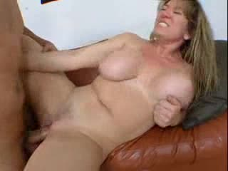 Curvy hotty looks so hot taking anal sex