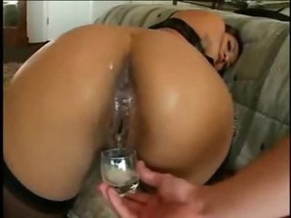 She eats cumshot from her chocolate hole